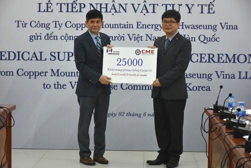 Doanh nghiệp Hàn Quốc trao vật tư y tế hỗ trợ người Việt Nam ở nước ngoài - ảnh 3