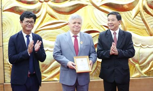 Trao tặng Kỷ niệm chương cho các cán bộ Liên bang Nga - ảnh 2