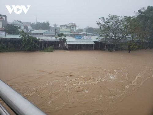 Mưa lũ gây thiệt hại nặng nề ở các tỉnh miền Trung, Tây Nguyên - ảnh 1