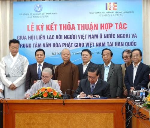 Ký kết thỏa thuận hợp tác kết nối cộng đồng phật tử người Việt ở Hàn Quốc với Hội Liên lạc với người Việt Nam ở nước ngoài - ảnh 1