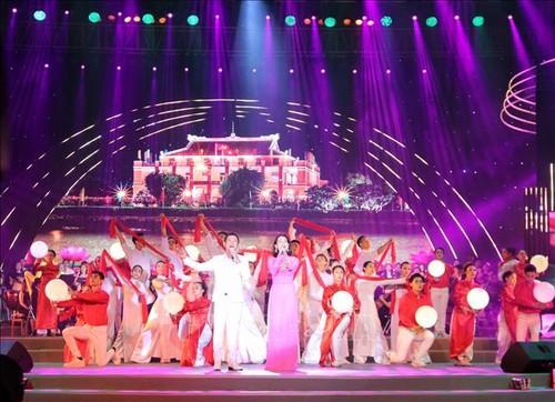 """Chương trình nghệ thuật """"Son sắt một niềm tin"""" chào mừng thành công Đại hội đảng bộ Thành phố Hồ Chí Minh  - ảnh 1"""