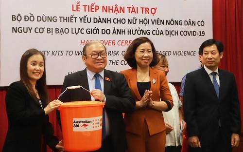 UNFPA hỗ trợ phụ nữ có nguy cơ bị bạo lực bộ đồ dùng cứu trợ khẩn cấp  - ảnh 1