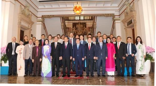 Ủy ban về Người Việt Nam ở nước ngoài Thành phố Hồ Chí Minh thực hiện tốt vai trò cầu nối giữa kiều bào với trong nước - ảnh 2