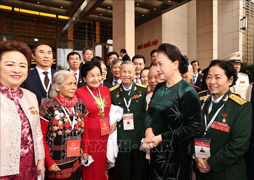 Chủ tịch Quốc hội Nguyễn Thị Kim Ngân gặp mặt đoàn đại biểu dự Đại hội thi đua yêu nước - ảnh 1