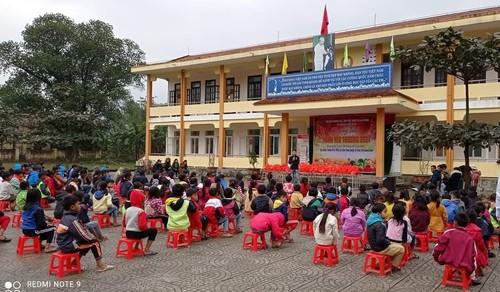 Người Việt ở Daegu trao quà Tết cho học sinh có hoàn cảnh khó khăn tại Quảng Bình - ảnh 2
