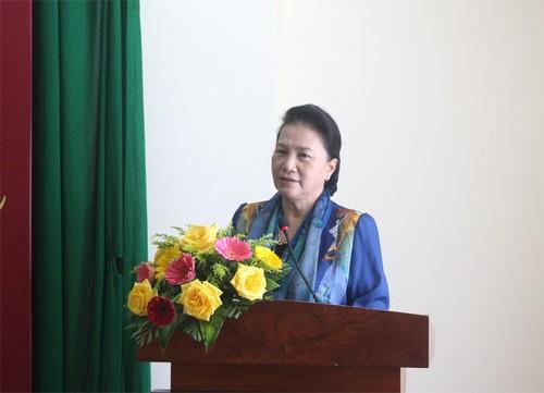 Chủ tịch Quốc hội Nguyễn Thị Kim Ngân tặng quà Tết tại tỉnh Bến Tre - ảnh 1