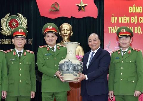 Thủ tướng Nguyễn Xuân Phúc chúc Tết một số đơn vị lực lượng Công an nhân dân - ảnh 1