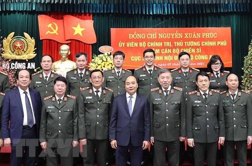 Thủ tướng Nguyễn Xuân Phúc chúc Tết một số đơn vị lực lượng Công an nhân dân - ảnh 2