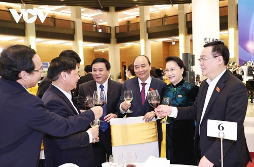 Chủ tịch Quốc hội Nguyễn Thị Kim Ngân gặp mặt đại biểu Quốc hội khóa XIV - ảnh 1