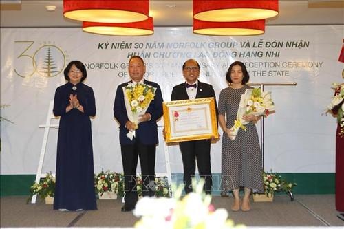 Phó Chủ tịch nước Đặng Thị Ngọc Thịnh trao tặng Huân chương Lao động hạng Nhì cho Norfolk Group Việt Nam - ảnh 1