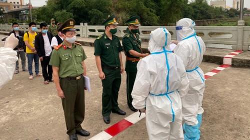 Bàn giao Công an Quảng Tây (Trung Quốc) 4 đối tượng nhập cảnh trái phép vào Việt Nam - ảnh 1