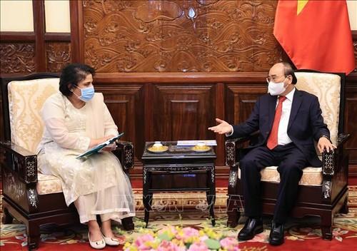 Chủ tịch nước Nguyễn Xuân Phúc tiếp các Đại sứ trình quốc thư - ảnh 2