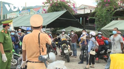 Thừa Thiên Huế: Tiếp sức cho bà con trên hành trình về quê - ảnh 1