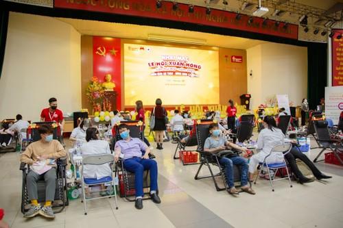 Фестиваль «Красная весна» привлек огромное количество доноров крови - ảnh 1