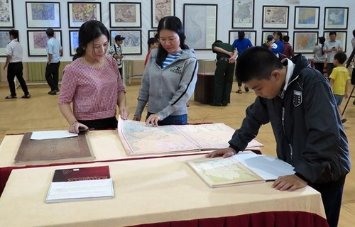 """งานนิทรรศการ """"หว่างซาและเจื่องซาของเวียดนาม-หลักฐานทางประวัติศาสตร์และนิตินัย""""ในนครดานัง - ảnh 1"""