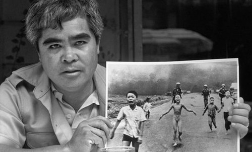 """""""Napalm girl"""" photo - most powerful image in 50 years - ảnh 1"""