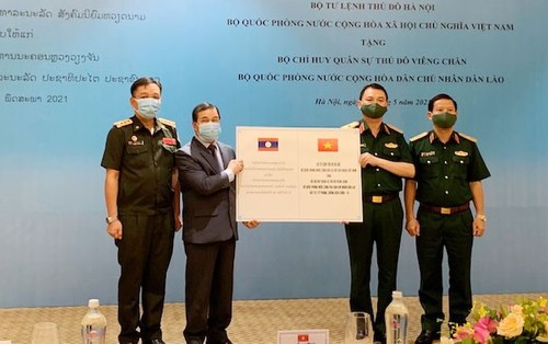 Hanoi Capital High Command aids Laos in COVID-19 fight - ảnh 1