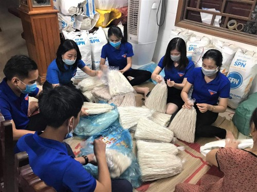 Support delivered to people in pandemic-hit HCM city  - ảnh 1