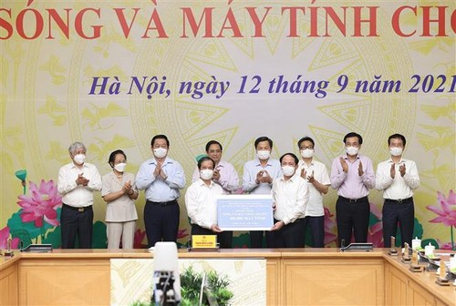 Program to provide computers for disadvantaged students launched   - ảnh 1