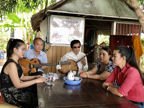 "Veteran Mekong Delta artist sees ""amateur singing"" as his soulmate - ảnh 1"