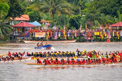 Indonesia's Bidar Boat Race - ảnh 1