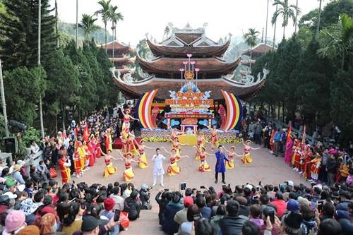Spring festivals add greater value to Vietnam's cultural treasure  - ảnh 1
