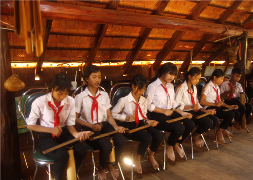 School nurtures students' passion for ethnic culture  - ảnh 1