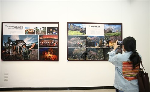 Hanoi photo exhibition portrays life in Vietnam's border areas  - ảnh 2