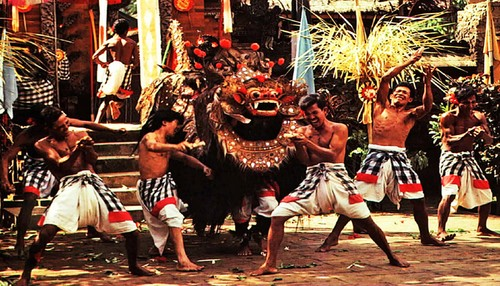 Balinese dance - religious, artistic expression of Indonesian islanders - ảnh 2