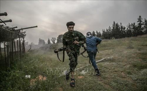 Estallan enfrentamientos armados entre gobiernos rivales en Libia - ảnh 1