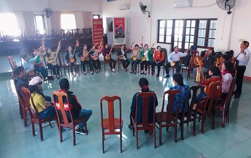 """Club del canto """"Then"""" y el laúd """"Tinh"""" nutre la vida espiritual de minorías étnicas en Tay Nguyen - ảnh 1"""