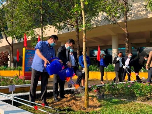 Hanói y Da Nang lanzan campaña de plantación de árboles - ảnh 1
