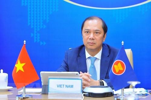 Vietnam asiste a reunión de Consulta de Altos Funcionarios entre Asean y China - ảnh 1