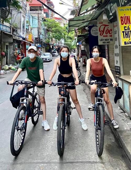 Practicar ciclismo, una tendencia en alza en medio de temporada de epidemias - ảnh 1