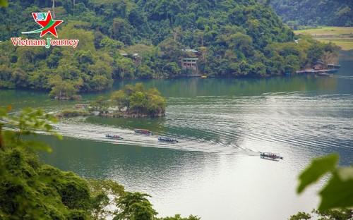 El lago Ba Be, un majestuoso paraje en la región montañosa norteña de Vietnam - ảnh 1