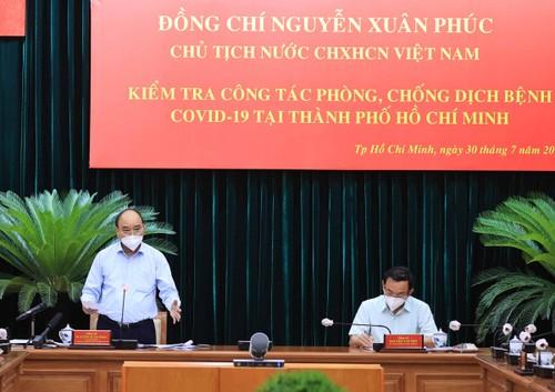 Presidente de Vietnam supervisa trabajo anti pandemia en Ciudad Ho Chi Minh  - ảnh 1