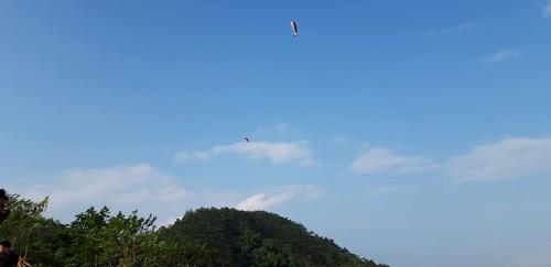 Follow Hanoi Paragliding Club to fly over Long Coc tea hills - ảnh 2