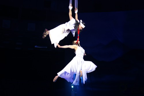 """""""The Magic Stick"""" - first-ever combination of circus and traditional music - ảnh 4"""