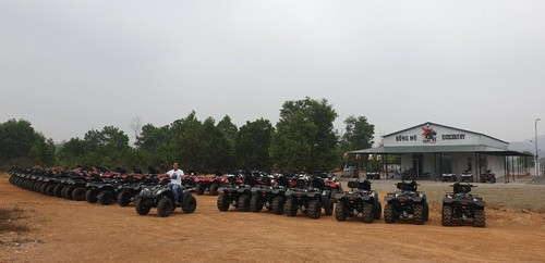 Driving all-terrain vehicles through the forests of Dong Mo - ảnh 1