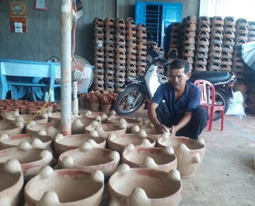 Binh Duc pottery village of Cham ethnic group  - ảnh 1