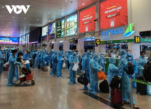 Migrant workers in Ho Chi Minh City allowed to return home  - ảnh 1