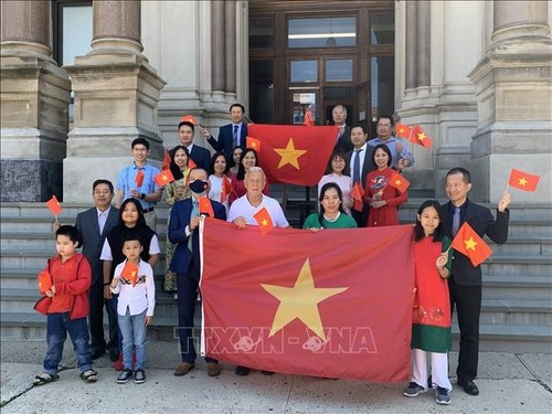 Vietnam's flag raised on National Day in Jersey City, US - ảnh 1