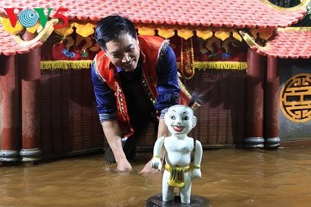 Phan Thanh Liem – der das traditionelle Wasserpuppentheater verbreitet - ảnh 1