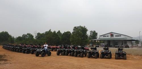Erlebnis mit Motocross ATV durch den Wald in Dong Mo - ảnh 1