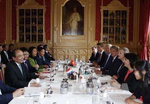 PM meets top Dutch legislators, wraps up Netherlands visit - ảnh 1