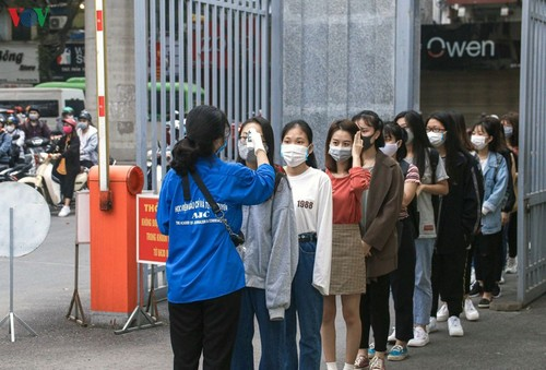 Hanoi students back to school  - ảnh 1