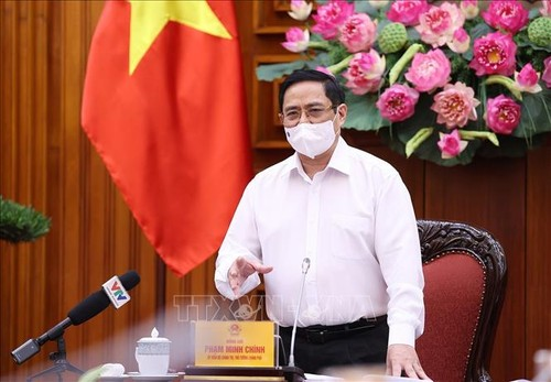 PM wants faster vaccination against COVID-19 - ảnh 1