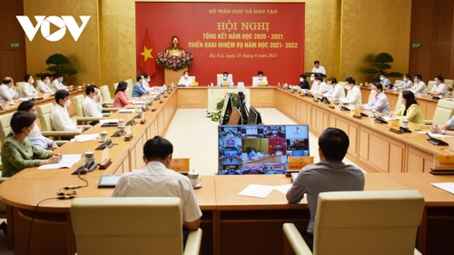 PM wants students a priority group for vaccination   - ảnh 1