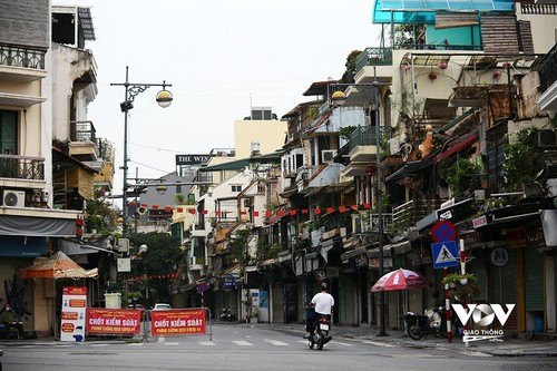 Hanoi to extend strict social distancing in high risk areas after September 6 - ảnh 1