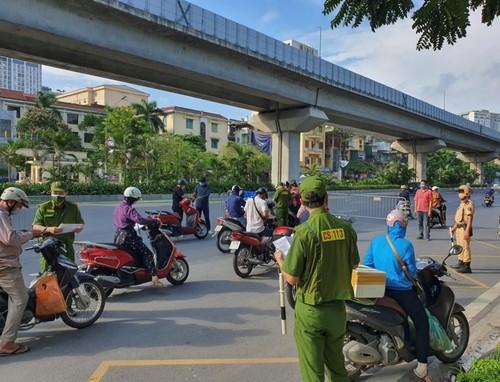 Hanoi removes zoning, scraps travel permit requirements  - ảnh 1